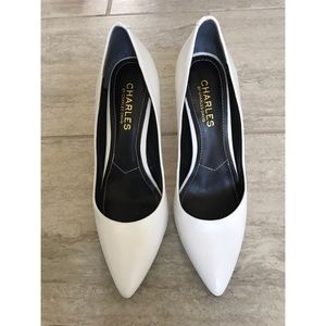 Charles David white pumps 4in
